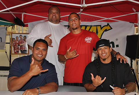 Ma`a Tanuvasa, Vince Manuwai, Chad Owens, Leonard Peters. Photo by Alan Kang